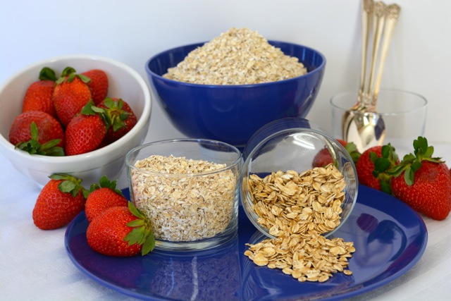 Two glass dishes showing gluten free whole oats vs quick oats